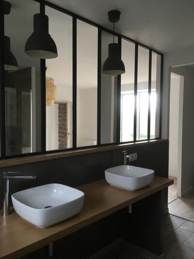 Salle de bain industrielle noir avec double vasque