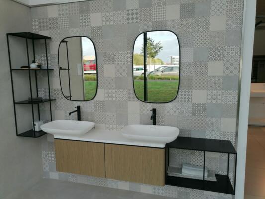 Salle de bain moderne blanche et bois  avec double vasque