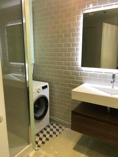 Salle de bain retro blanc