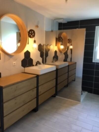 Salle de bain scandinave blanc avec douche italienne