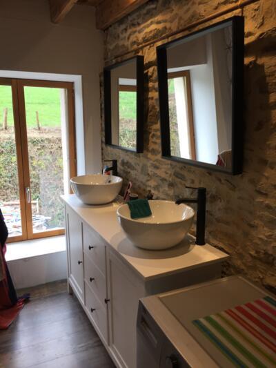 Salle de bain zen blanc avec double vasque