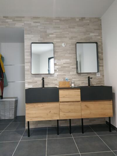 Salle de bain zen noir avec double vasque