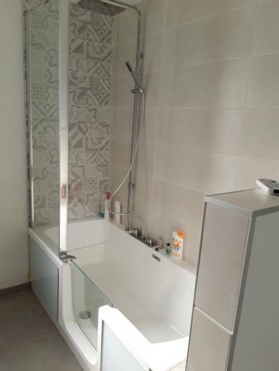 photo combiné bain-douche pour petite salle de bain
