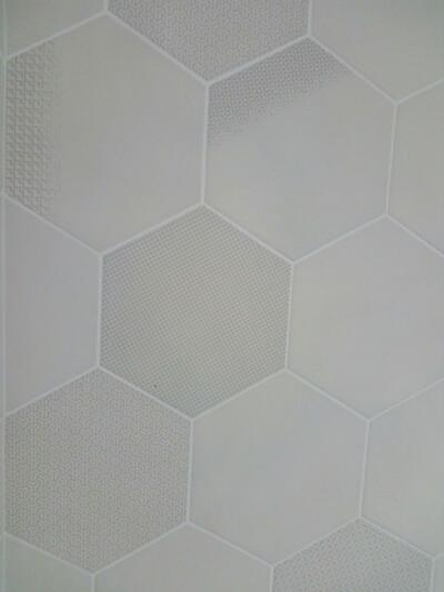 Zoom carreaux beige hexagonaux pour salle de bain