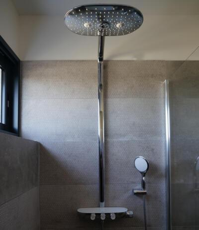 Zoom colonne de douche moderne