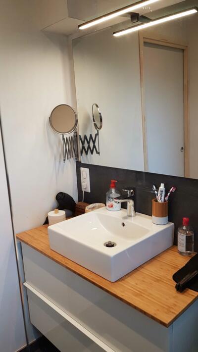 photo petite salle de bain avec vasque posée